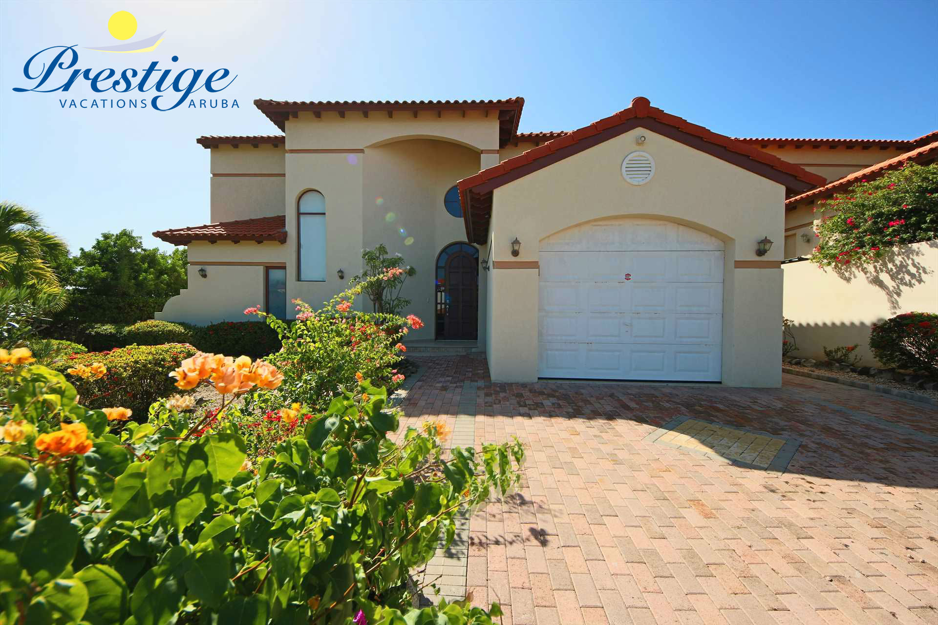 Your spacious 2-level villa with parking space, located within the Tierra del Sol Resort & Golf