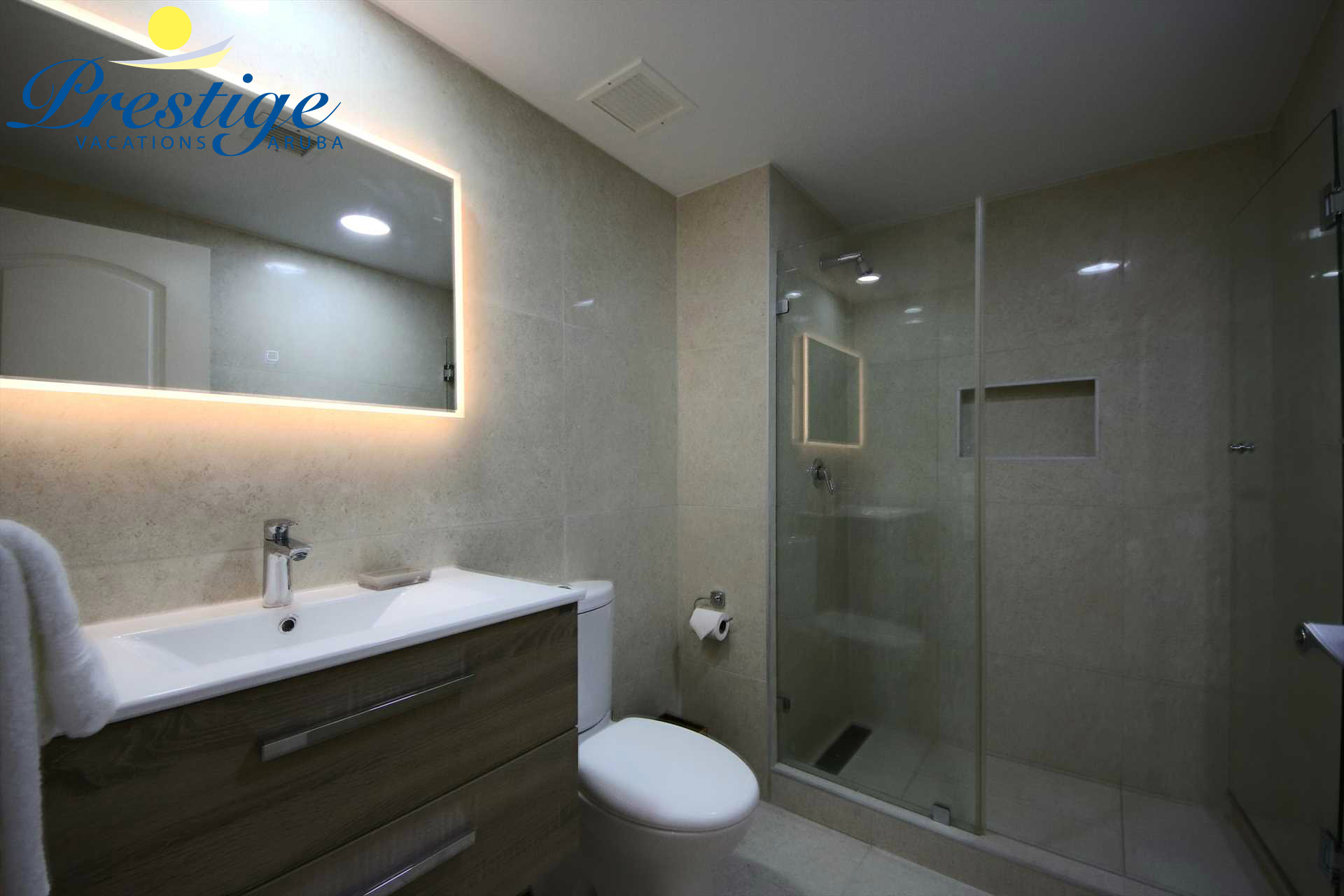 Second bathroom with shower in the hallway