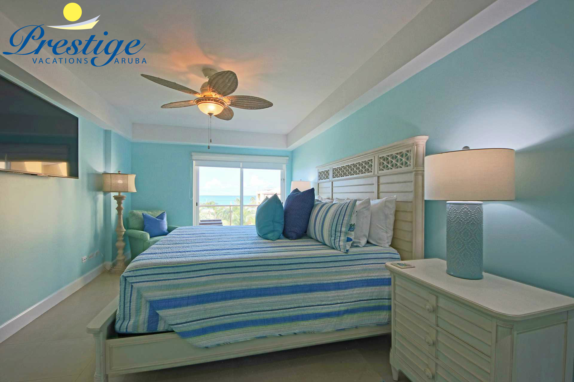 Master bedroom with king-size bed (Tempur Pedic Luxe Breeze mattress) and access to the balcony plus ocean view