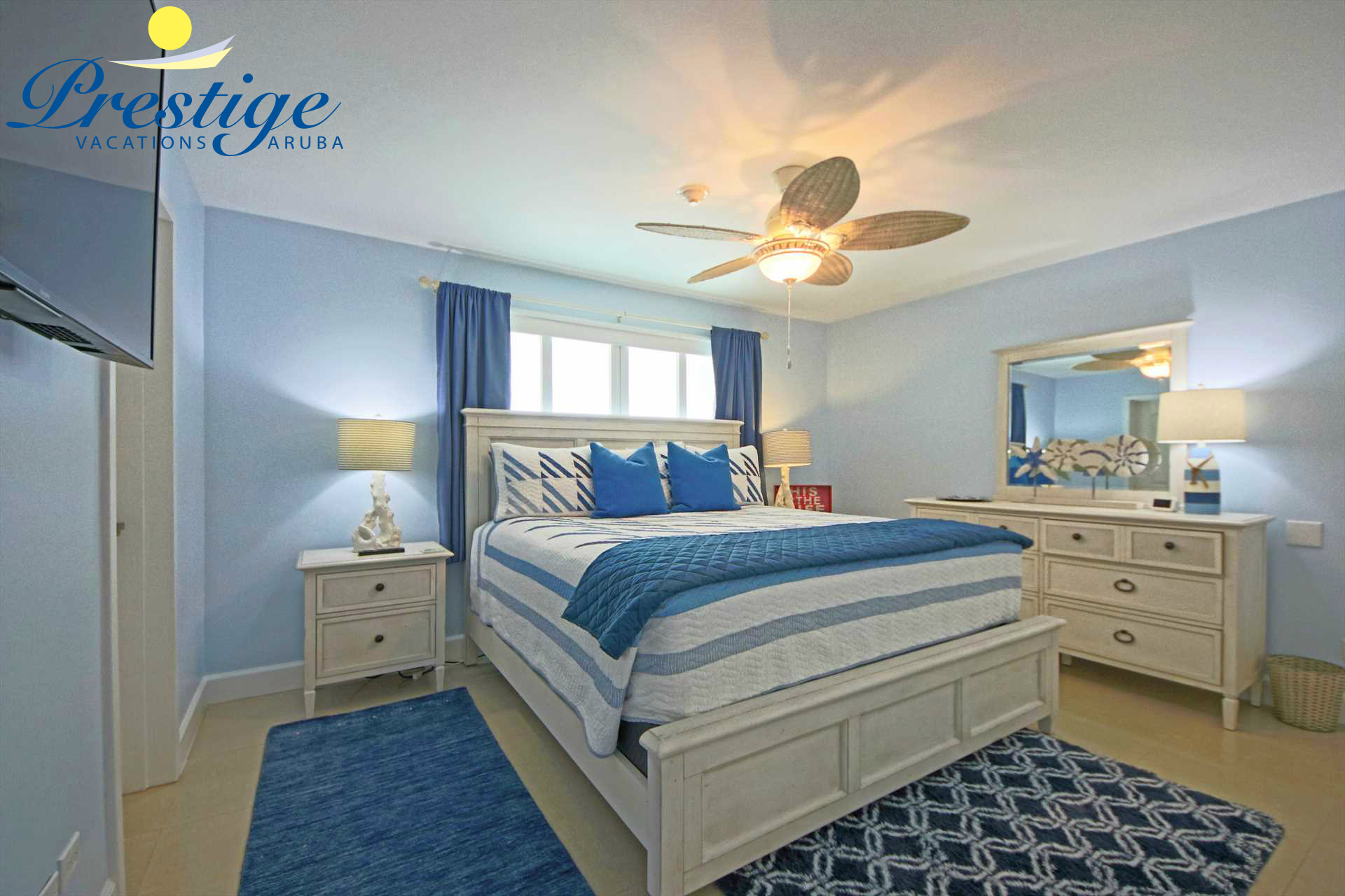 Second bedroom with a king-size bed (with a Beautyrest Legend Luxury mattress)
