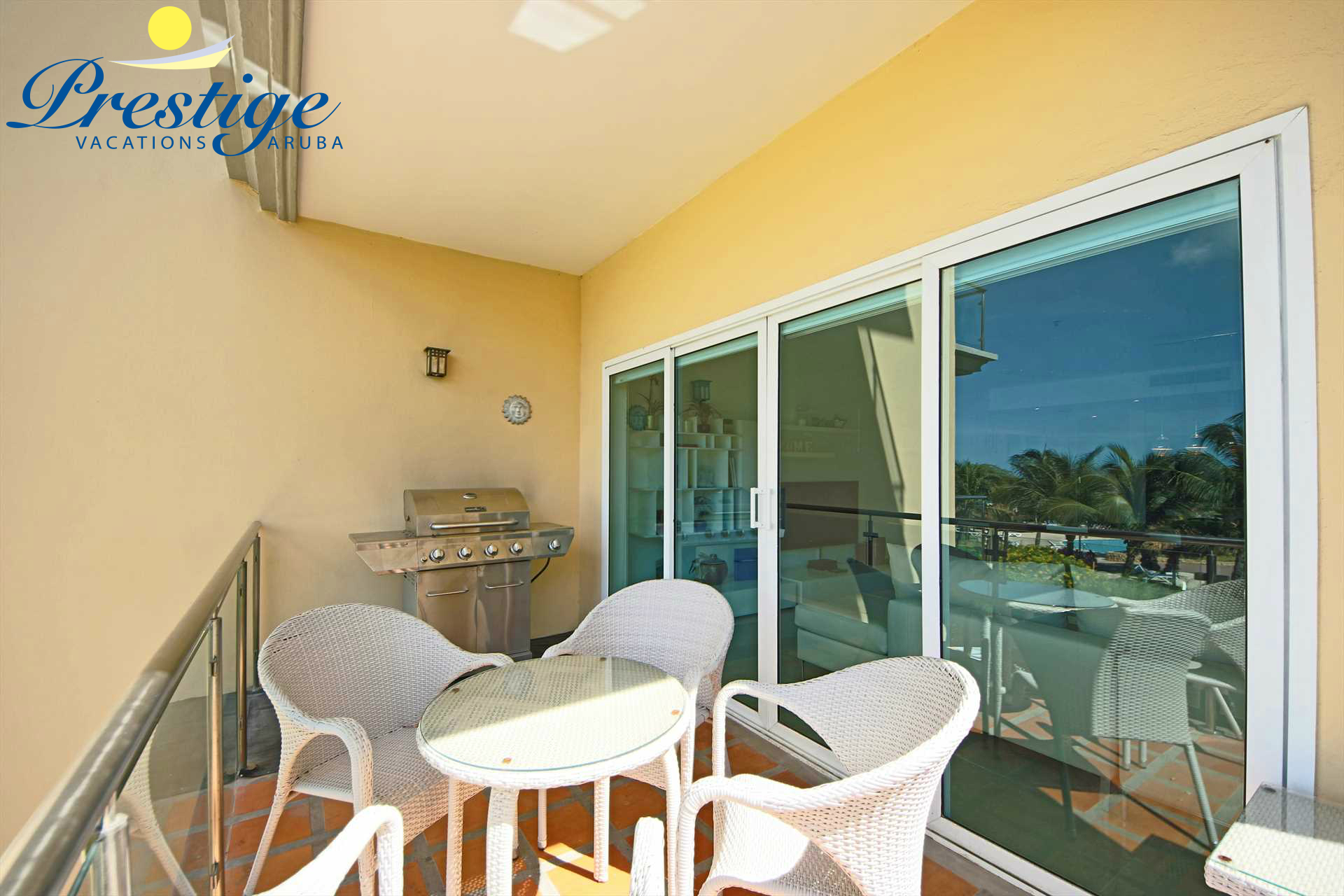 Your balcony with a 4-seat dining table and BBQ-grill