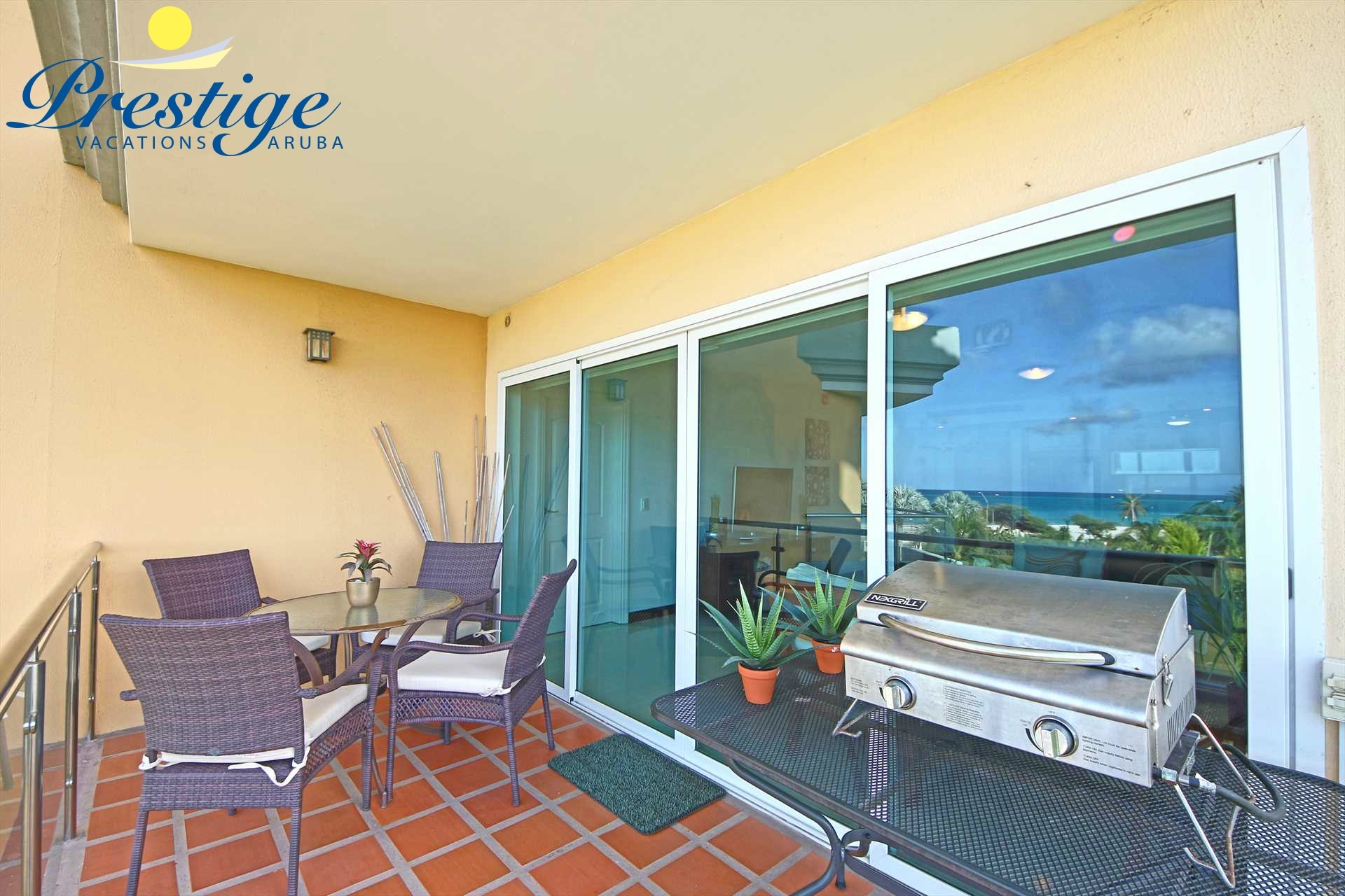 The living area balcony with a 4-seat dining table and a BBQ-grill (gas)