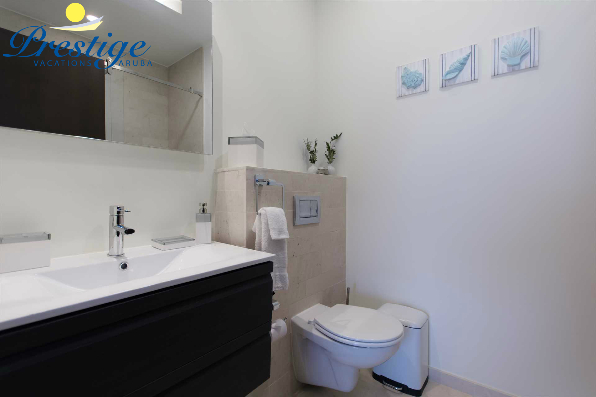 Modern master en-suite full bathroom