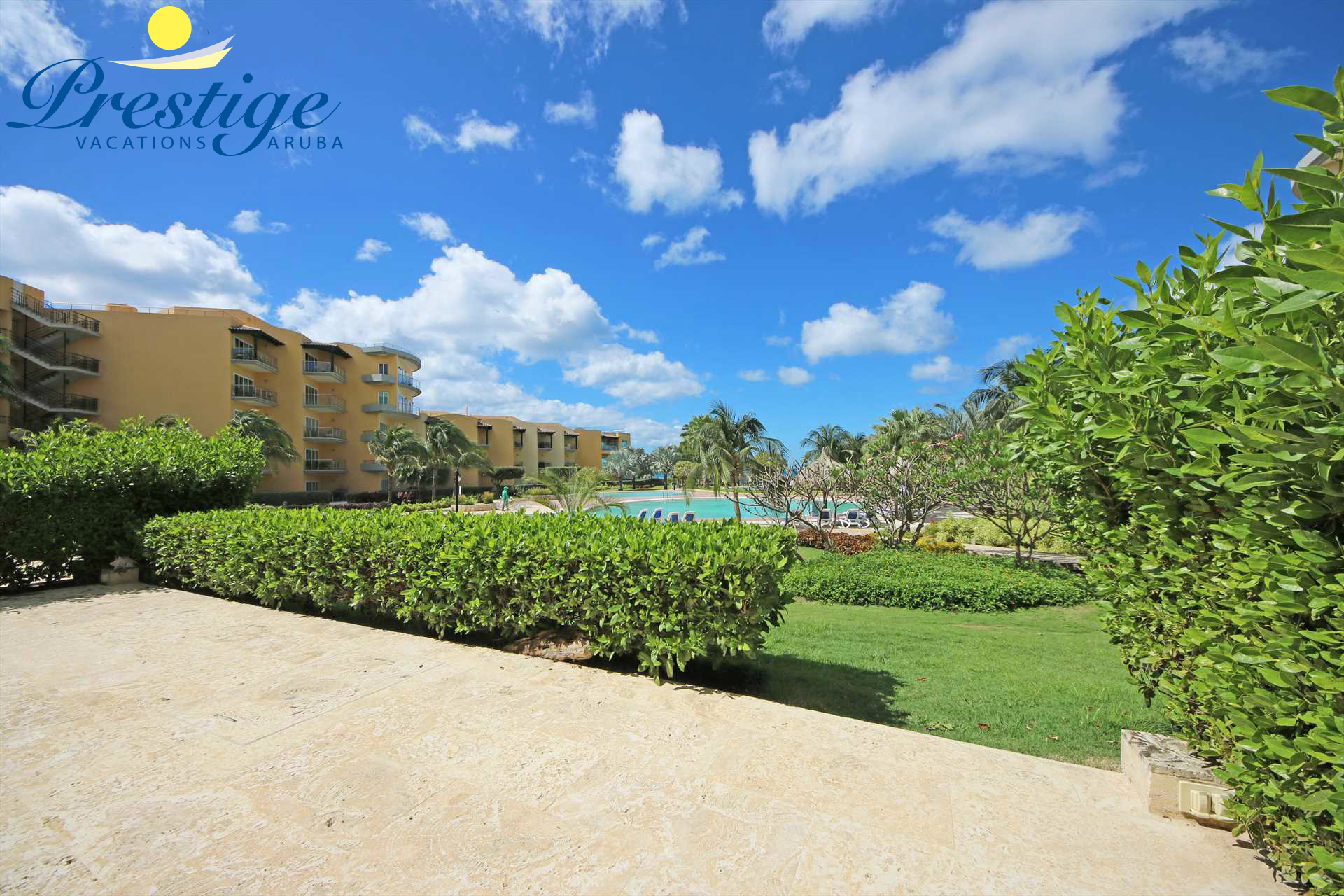 Eagle Beach and the resort pool is just a few steps away!